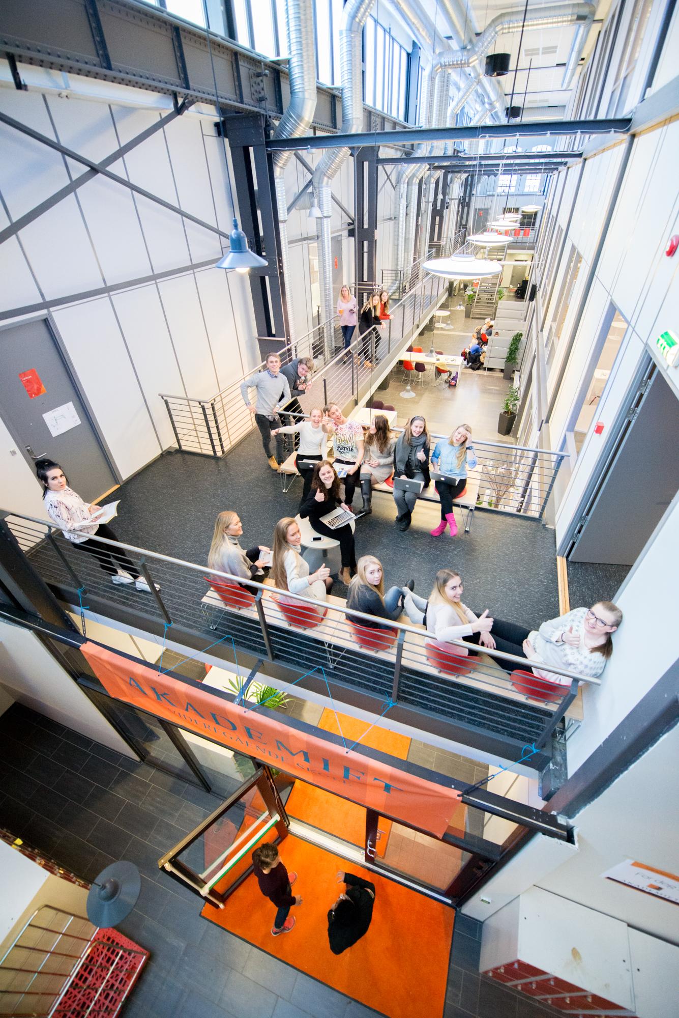 Akademiet VGS Drammen er best på elevundersøkelsen. Foto.