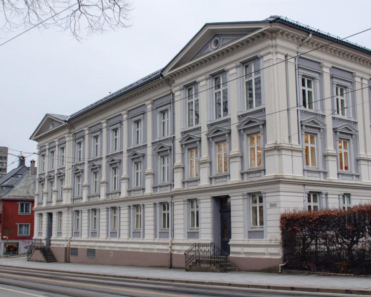 Akademiet Bergen skolebygg. Foto.